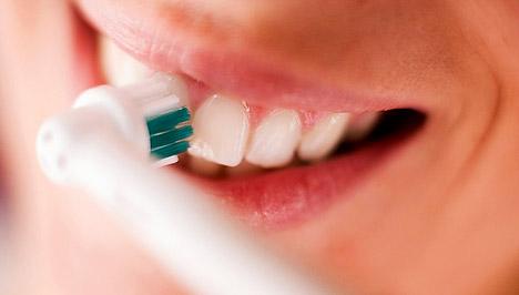 Чем отличается домашнее отбеливание зубов от профессионального отбеливания зубов