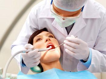 Плановый осмотр в процессе лечения с помощью несъемной техники