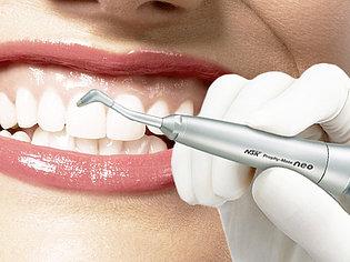 Снятие зубных отложений в области одного зуба